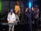 Beach Boys Perform 'Good Vibrations'