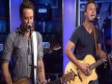 Country Music Duo Play New Tune 'Angel Eyes'