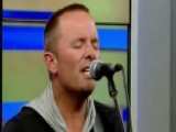 Chris Tomlin Performs New Single 'Jesus Loves Me'