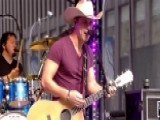 Dustin Lynch Rocks The Fox News Plaza