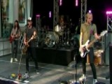 Lifehouse Performs 'Hanging By A Moment'