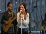 Sara Evans Performs 'Slow Me Down'