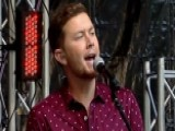 Scotty McCreery Performs 'Five More Minutes'