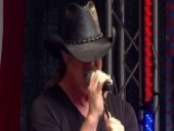 Trace Adkins Performs His Brand New Song 'Lit'
