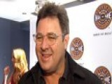 Vince Gill Gives Back To Fans And Country Music