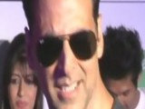 Akshay Kumar Turns BODYGUARD For Chitrangda Singh