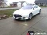 Tesla Model S Can Park Itself In Garage