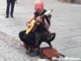 Male Street Performer Can Sound Like Woman