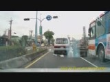 Road Rage - Tricycle Vs Bus